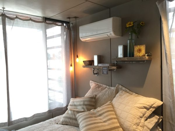 how-to-live-aboard-a-boathouse-4_1200